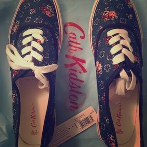 Adorable Cath Kidston Floral Sneakers -NEW! US10